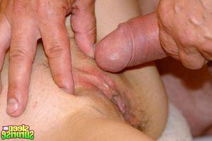 Penis dick errichten zu cock rasierte balle