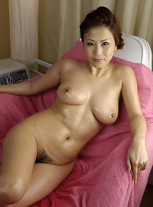 Nude asian amateur nackt girl
