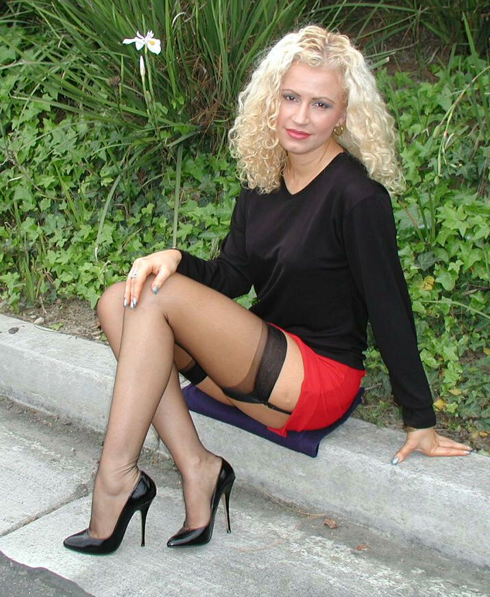 Beine offnen breit reife sexy