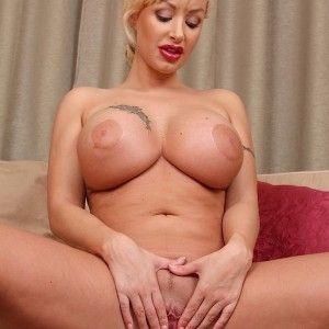 Blonde tan linien busty milf mit