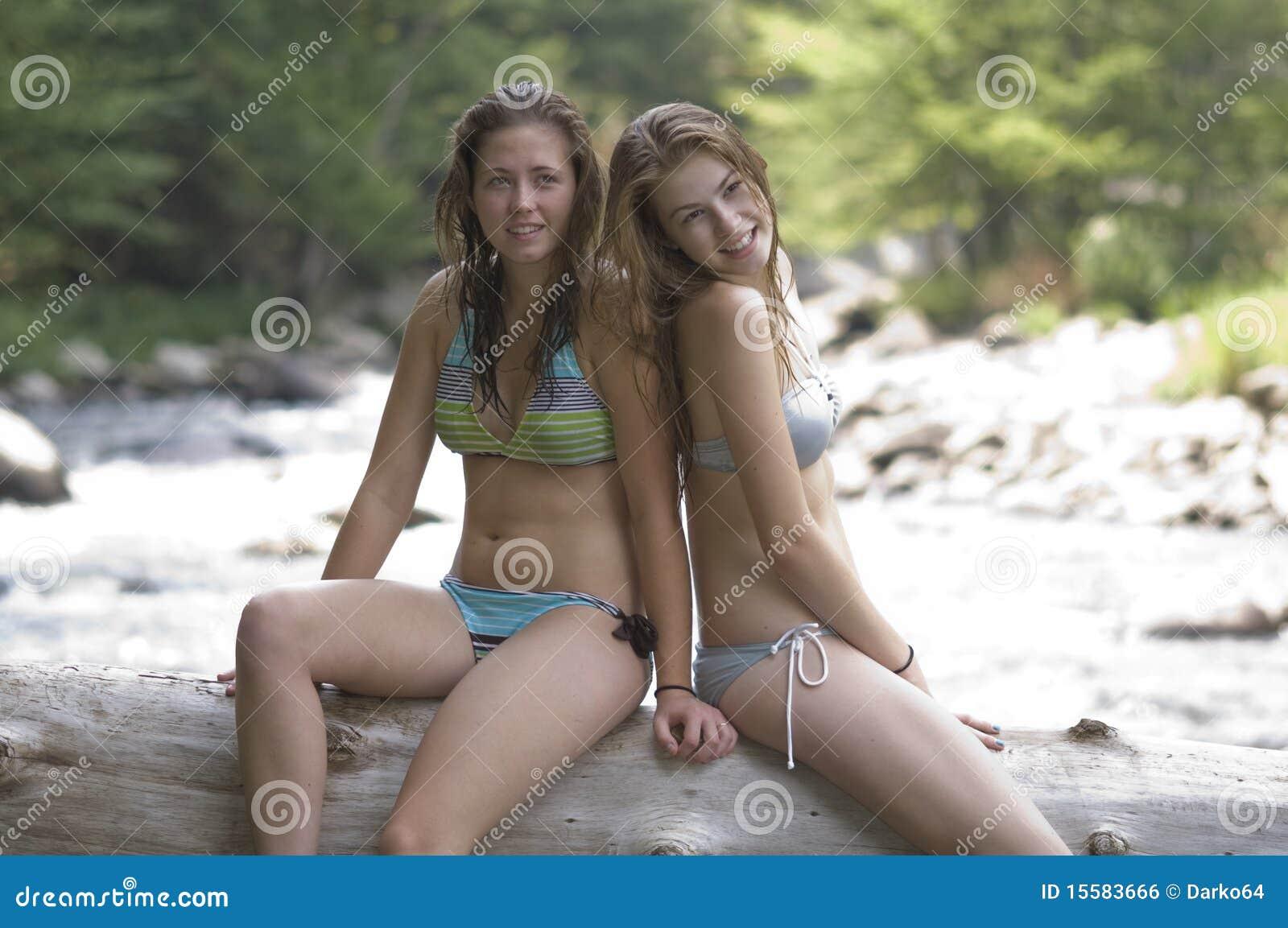 Girls wasser sexy spielen im