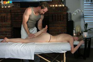 Sweet gefickt massage tabelle mandy auf
