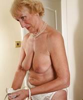 Nackt frauen alte reife 70