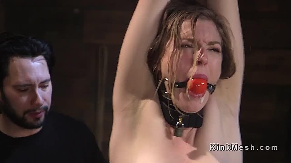 Nackt zu gezwungen bestrafen strenge gefesselt