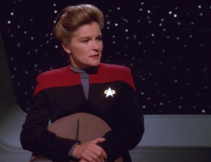 Captain voyager janeway trek star