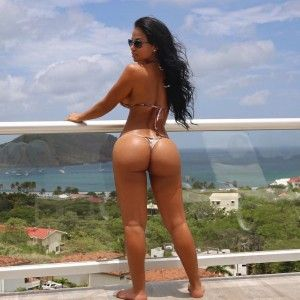 Titten fake riesige skinny tits girl