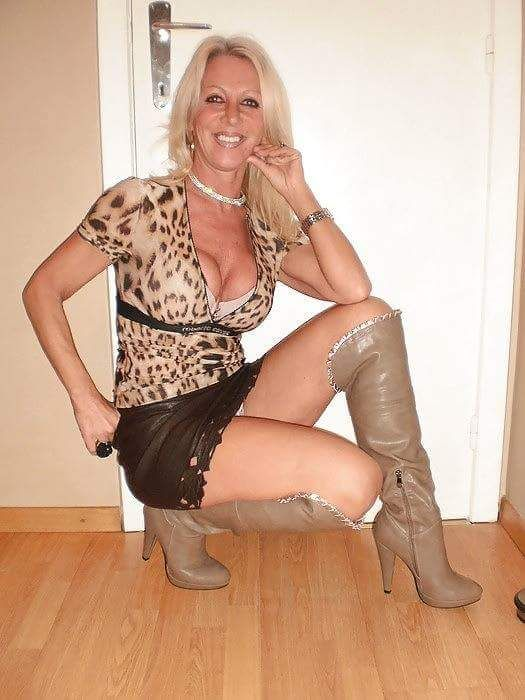 Dem boot tumblr mit nackte cougar