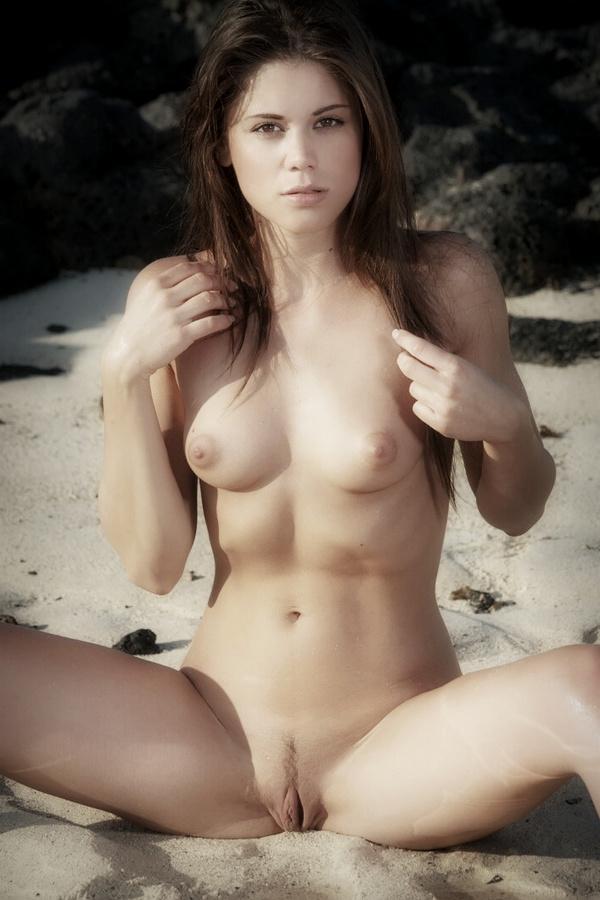 Nackt spread girls pussy hawaiian