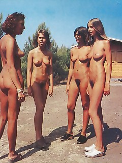 Schwimmbad nude im indian girls