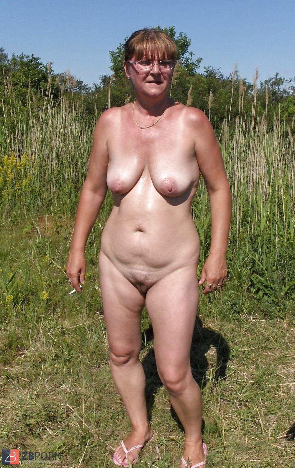 Hairy im art freien nackt met