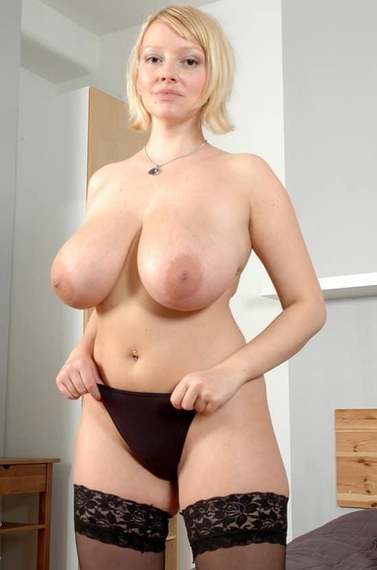 Titten geile hausfrau nackt riesige