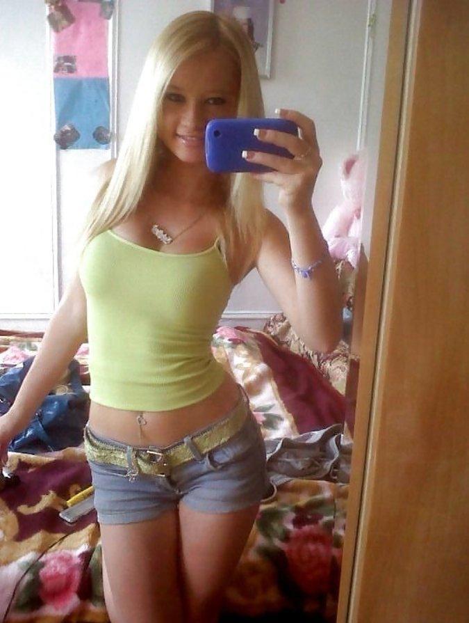 Titten groen amateur selfie naturlichen