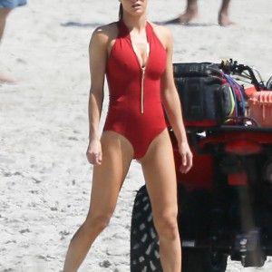 Femme plage nue la sur
