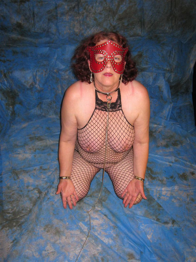 Nackt beinen slave position gespreizten