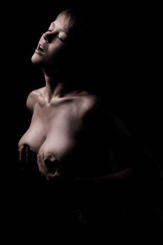 Hals den nackte frauen aufgespannt durch