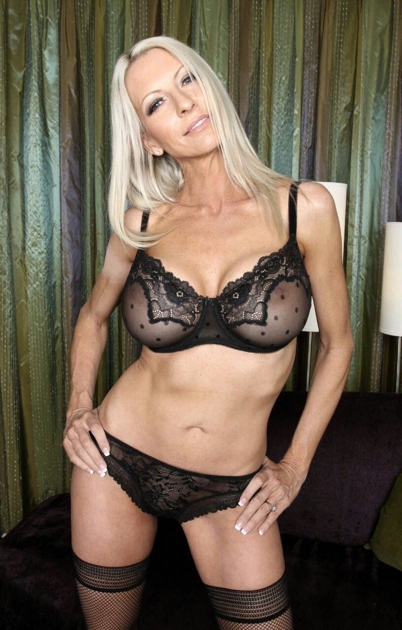 Dessous sexy cougar stuck in