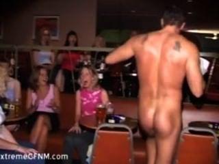 Mit männlichen party stripper mädchen