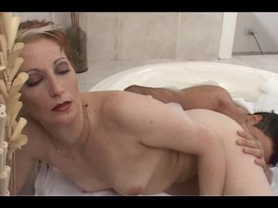 Schaumbad nackt im big titten