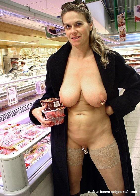 Der frauen offentlichkeit girls nackt in nackt