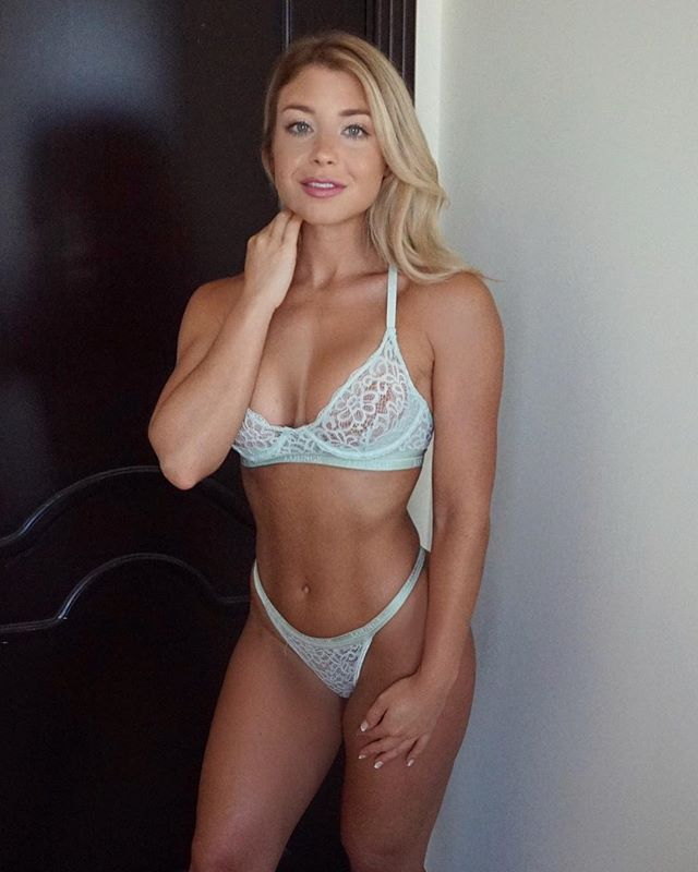 Blonde fitness nude hot model