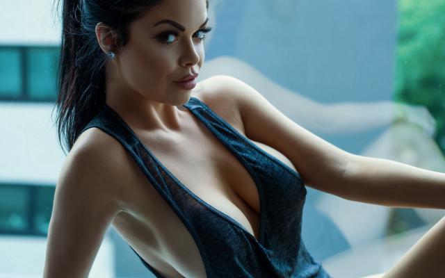 Top tank sexy tits big