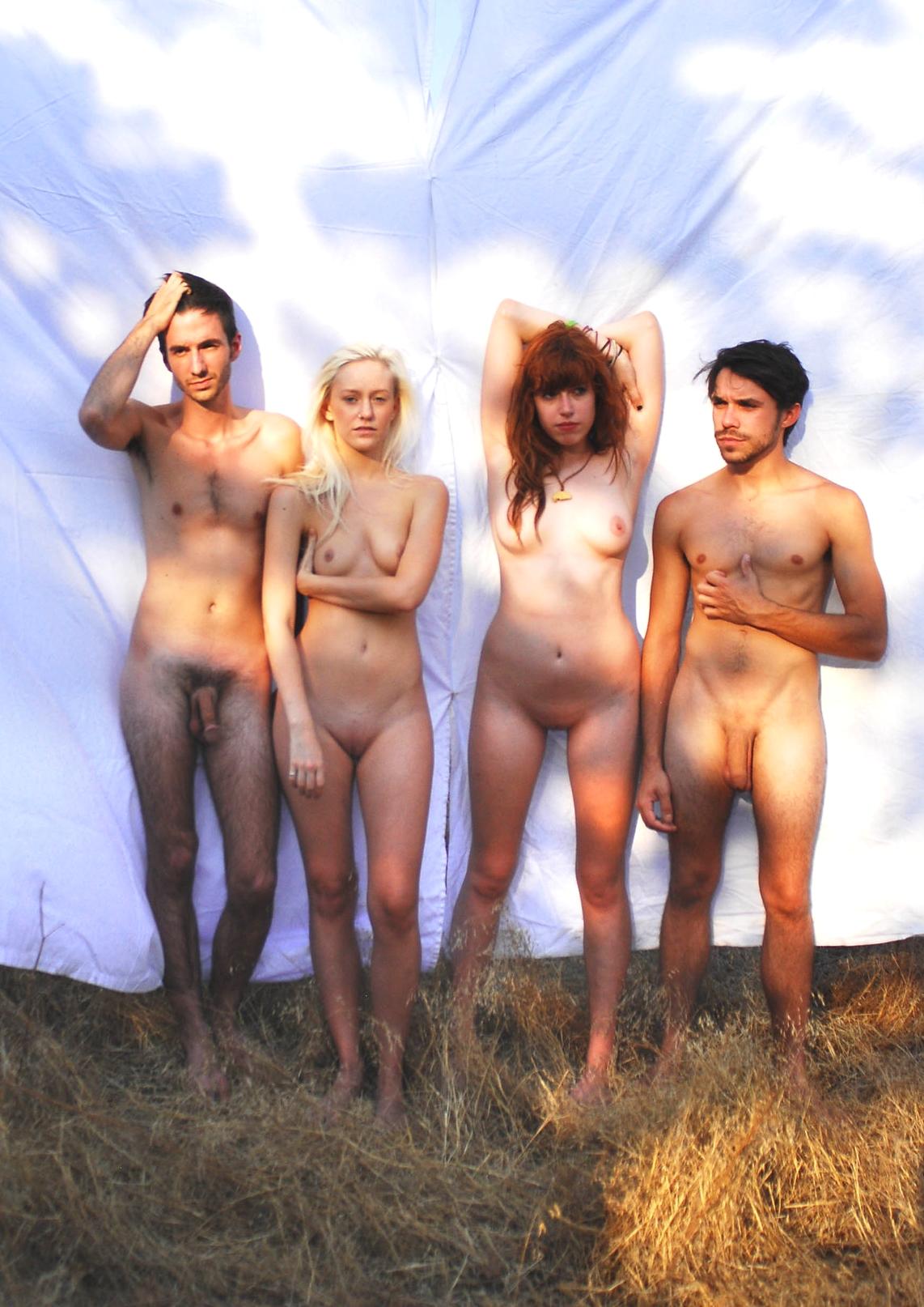 In paris zeigt frankreich und komplett nackt