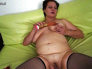 Titten brunette milf amateur mature big saggy