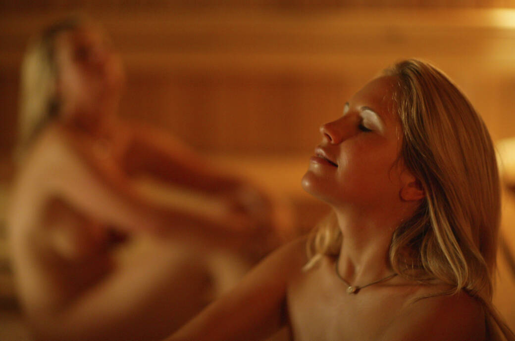Ein nackt nur nackt offentlich