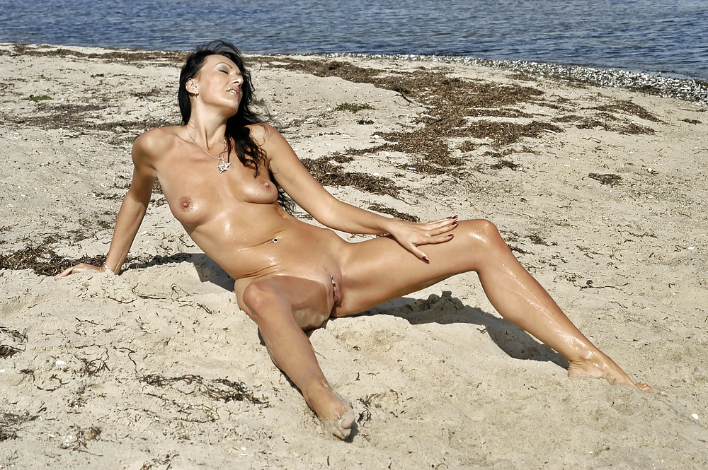 Offentlichkeit der in frau reife nackt
