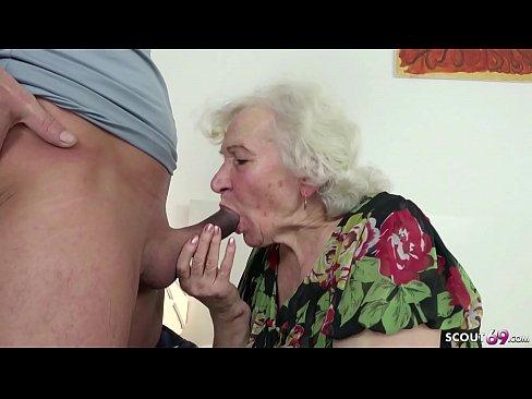 Auf der coutch sex oma