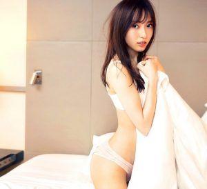 Nude schiere siehe lingerie durch