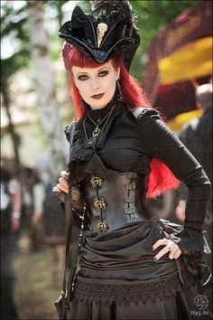 Schwarze witwe girl nackt sexy