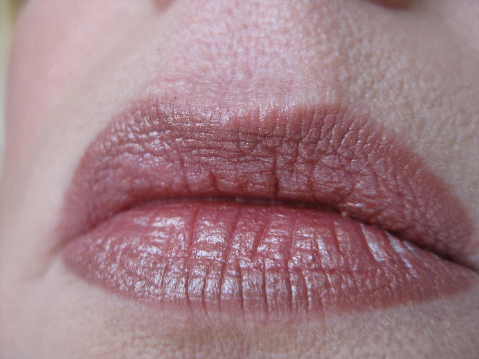 Lip liner mally nude medium