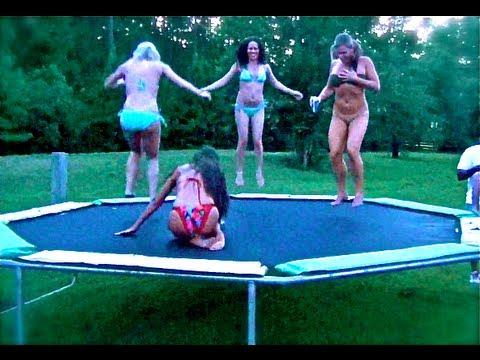 Teens dem trampolin auf nackte