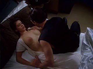 Alyssa nude der milano vampire umarmung