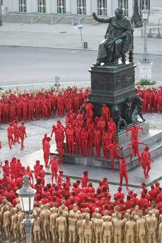 Der nackt invasion in holz public