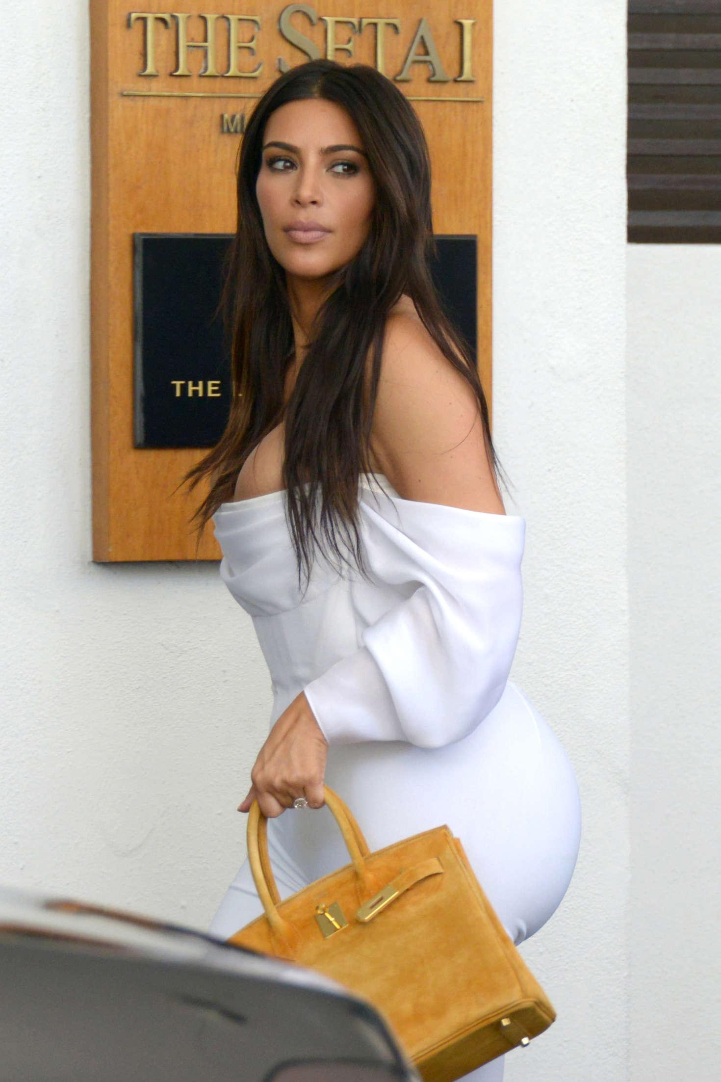 Kardashian kanye tweet kim west