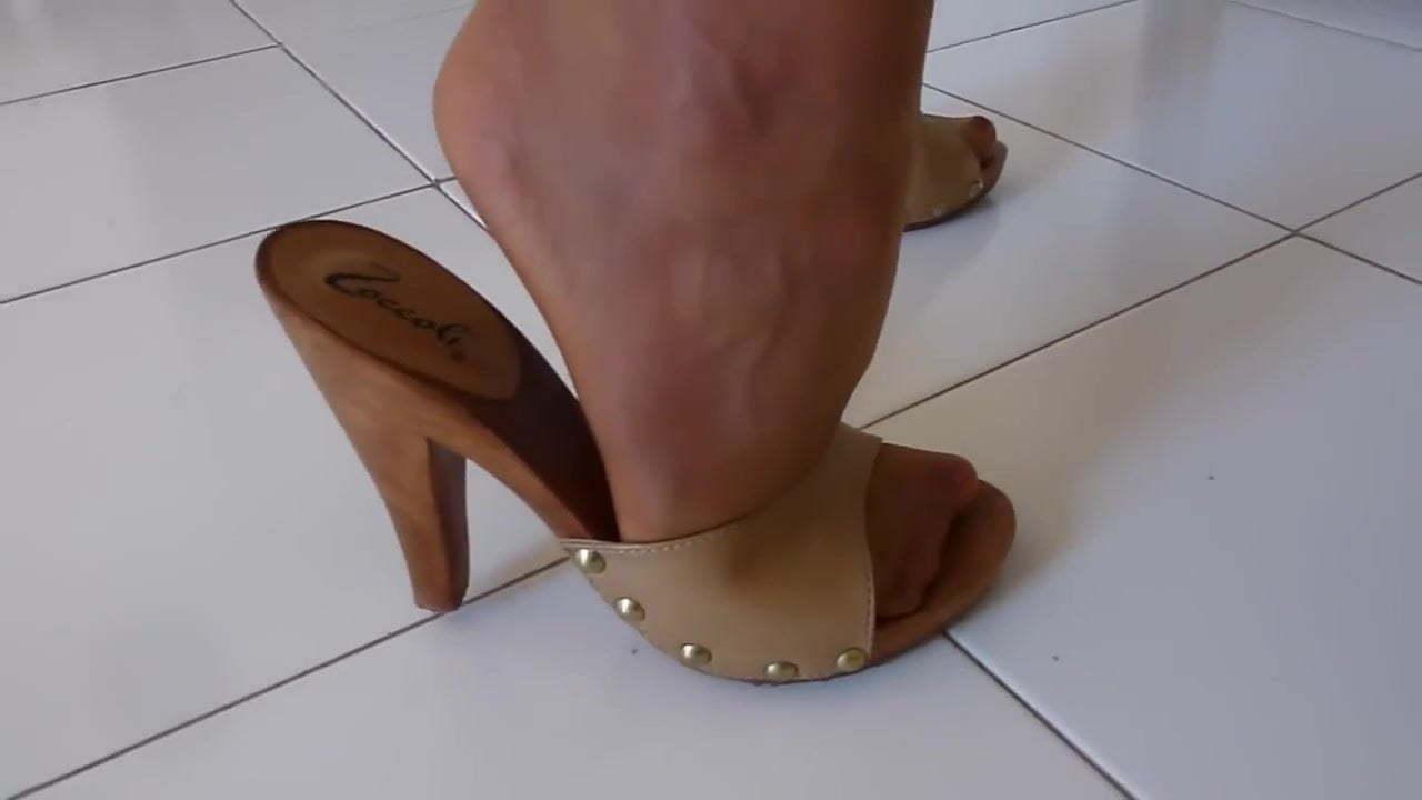 Videos in heels strumpfhosen schlampen