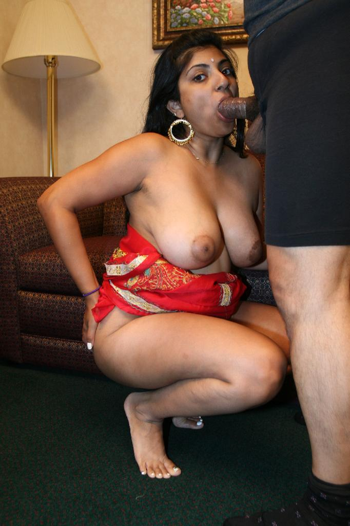 Girl titten nackt chubby indian