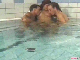 Hot tub sex mmf dreier