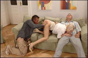 Offnen ehefrauen zu beine geile