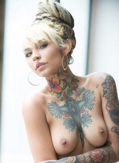 Haare girls blaue nude suicide