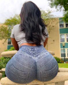 Tan linien booty arsch big