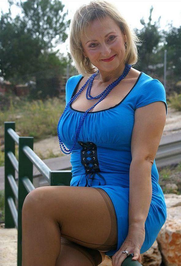 Engen kurzen kleid hot girl