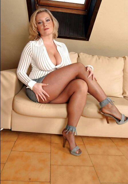 Mit reife beinen frau sexy