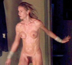 Auf fernseher nackt frauen dem nackte girls